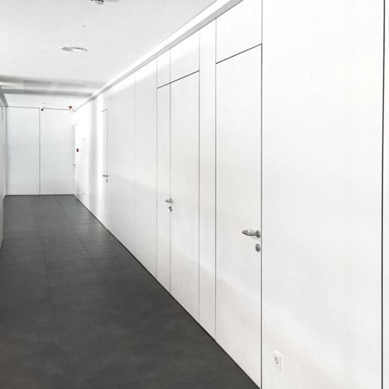Proyecto en carpintería y muebles a medida para oficinas Venair