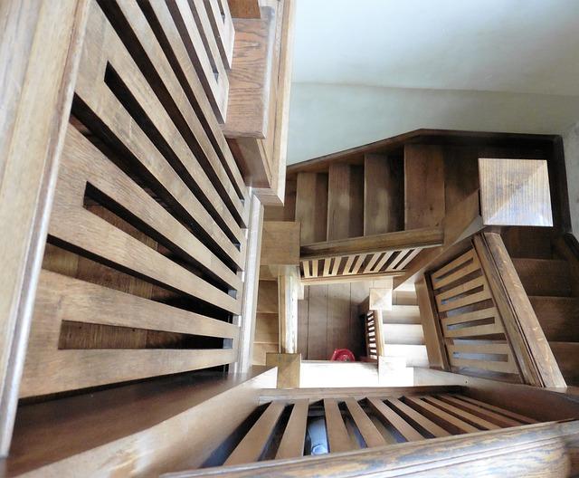 Escaleras interiores de madera para personalizar espacios