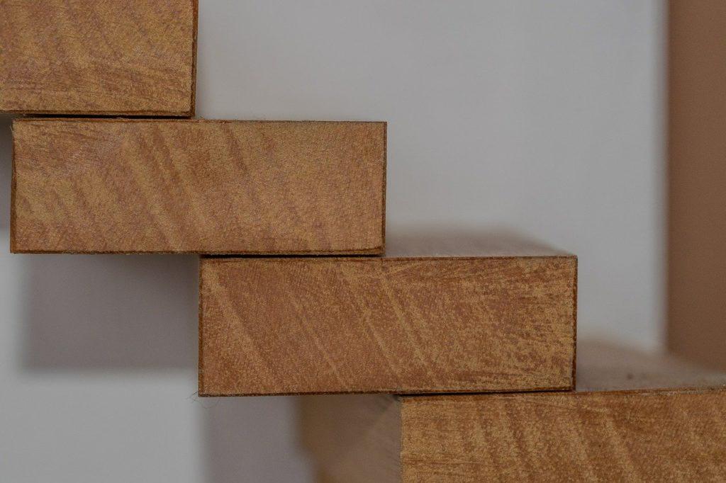 Escaleras al aire de madera carpintería Barcelona Proinfus