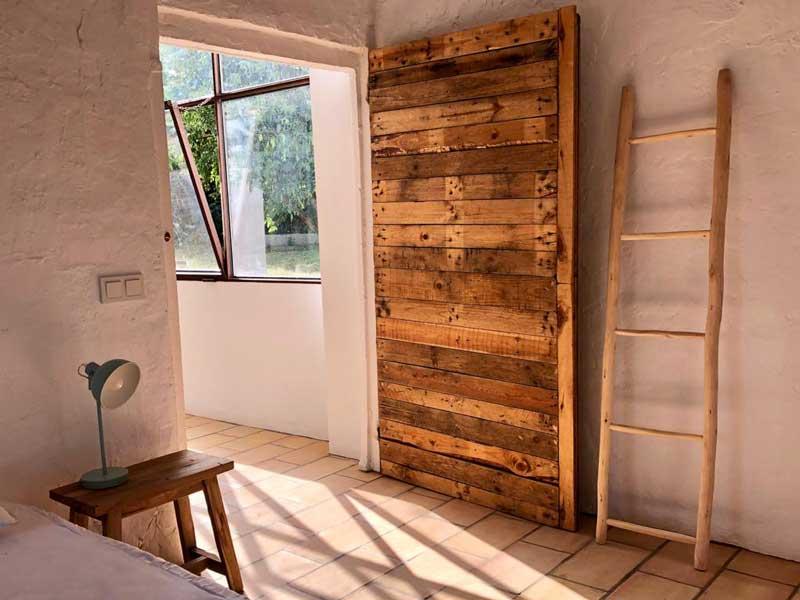 escalera puerta madera reciclada recuperada