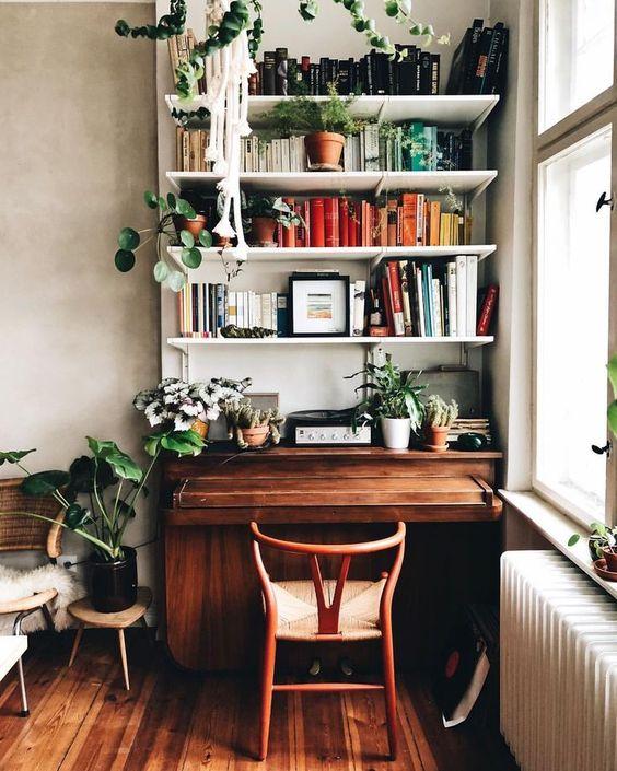 Oficina vertical con estantes