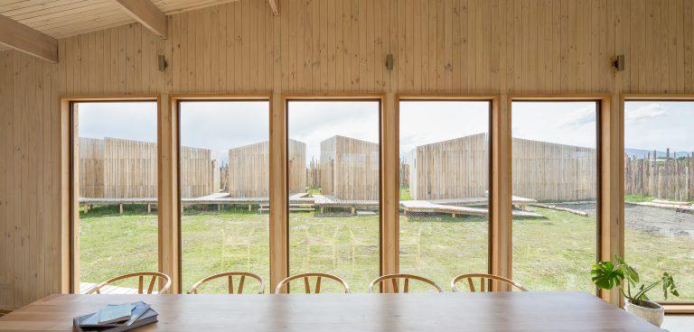 Todo el hotel ha sido construido con madera de Lenga.