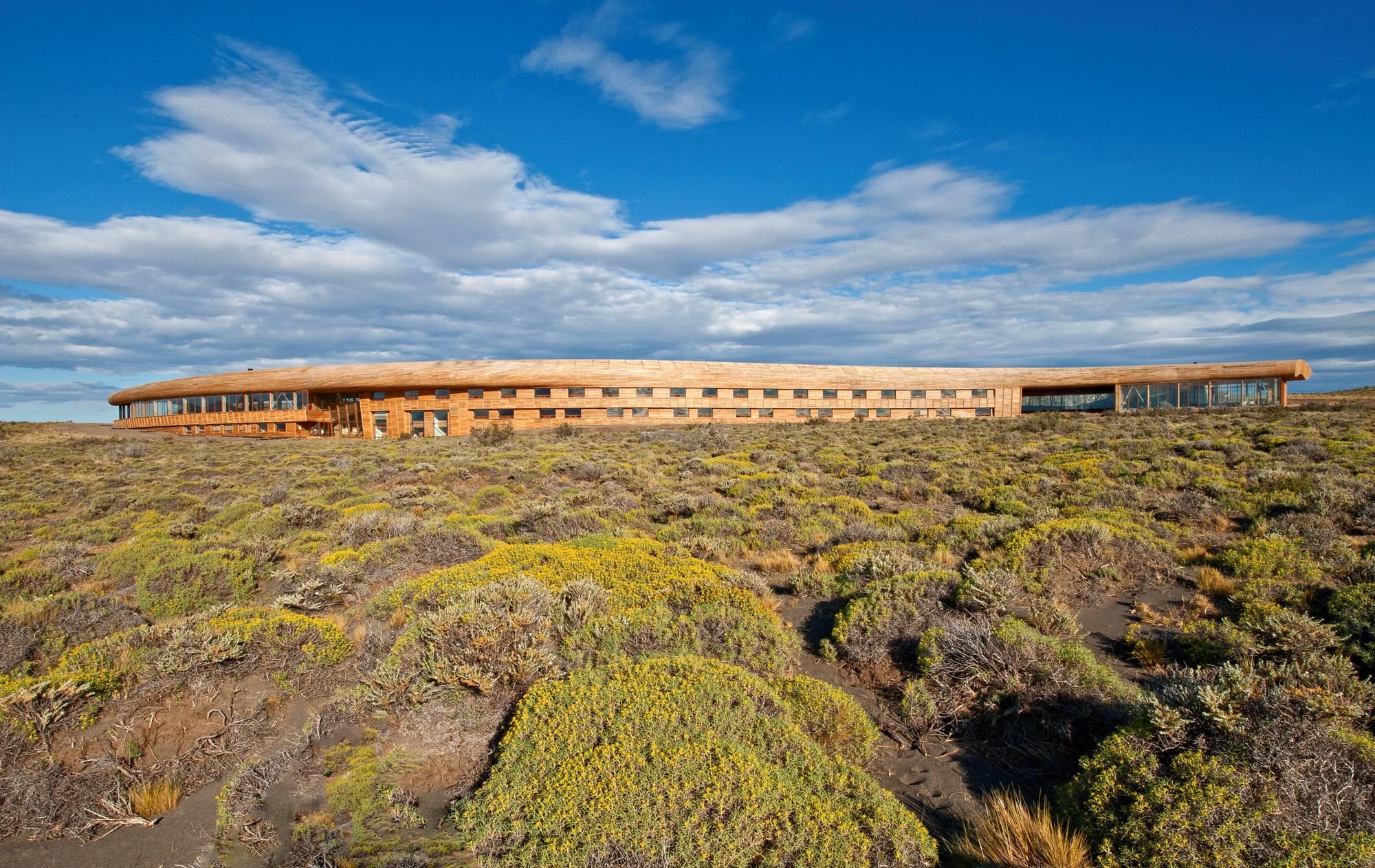 Una vista exterior panorámica del Hotel Tierra Patagonia.