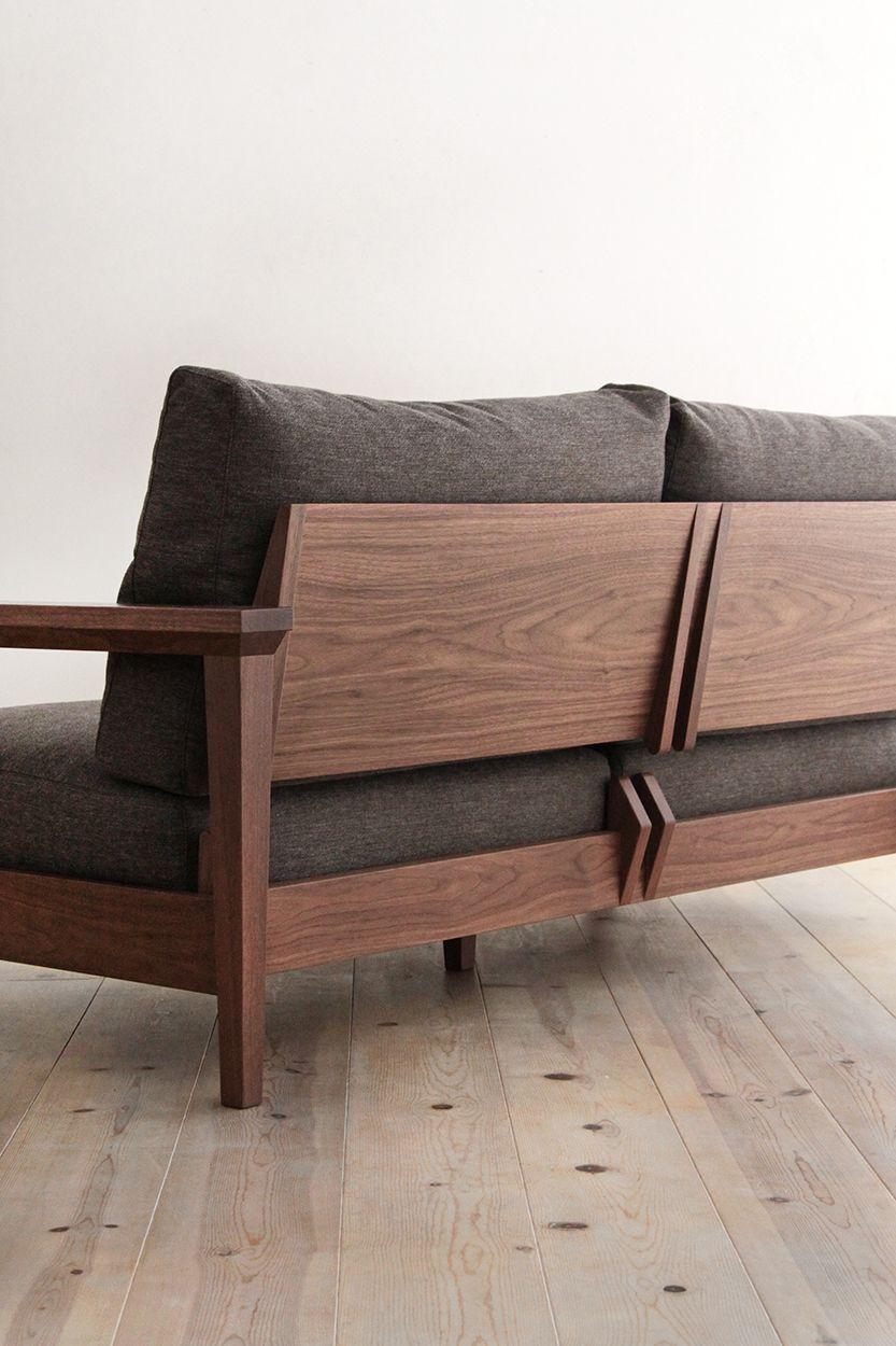 Ejemplo de sofá hecho con madera de Nogal.