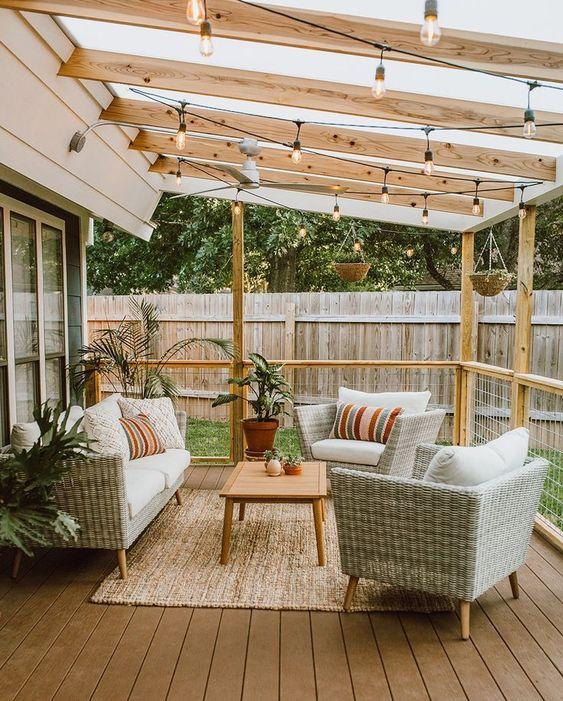 Decoración terraza con muebles. Adobe Stock