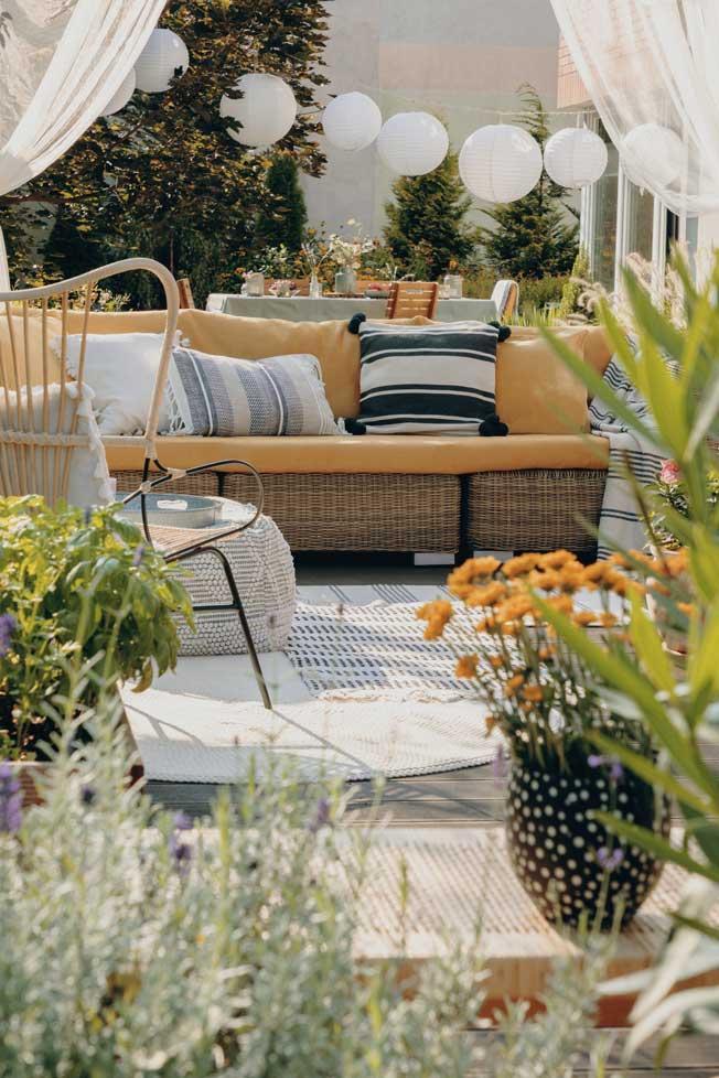 Ejemplo Terraza con plantas. Adobe Stock